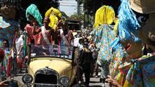 Imagens mostram integrantes do bloco Pirô-Piraquara no desfile do ano passado