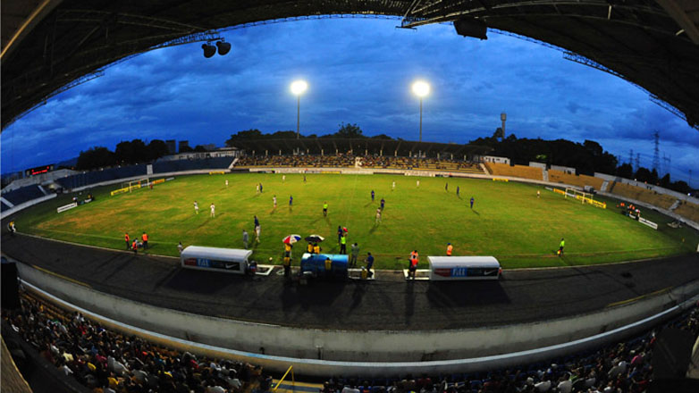 Imagem mostra o estádio Martins Pereira