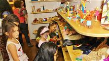 Imagens mostram os brinquedos expostos na brinquedoteca e destaques das peças