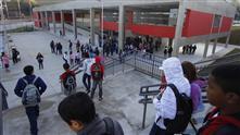 Imagens mostram os estudantes chegando na EMEF Hélio Walter Bevilacqua para o primeiro dia de aula