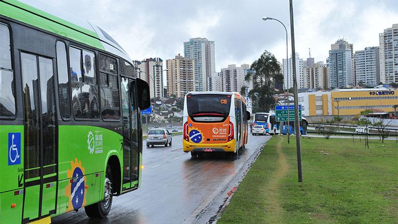Ônibus circulares no anel viário