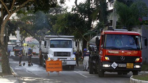 As ruas do Jd. Esplanada, passam  por obras de recapeamento e reparos asfáltico, o que vai garantir segurança e fluidez no transito.