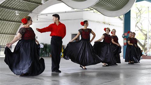 Apresentações de dança no evento pelo Dia do Idoso