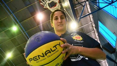 Maria Victoria Pereyra, armadora uruguaia que vai reforçar a equipe joseense de basquete feminino