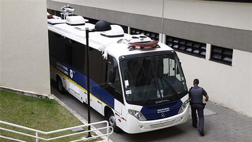 Micro-ônibus adaptados que serão usados para o combate às drogas