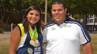 Atleta joseense, Angelica Carregosa Rodrigues, ao lado do técnico, Everton Ribeiro