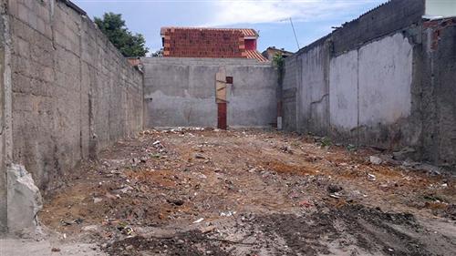 Deste local a prefeitura retirou 69 toneladas de lixo. O terreno abandonado esta localizado no bairro Campo dos Alemães