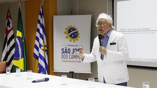 Ruy Ohtake em apresentação sobre o Mob no Paço Municipal