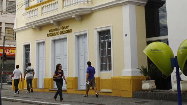Fachada da Biblioteca Pública Cassiano Ricardo