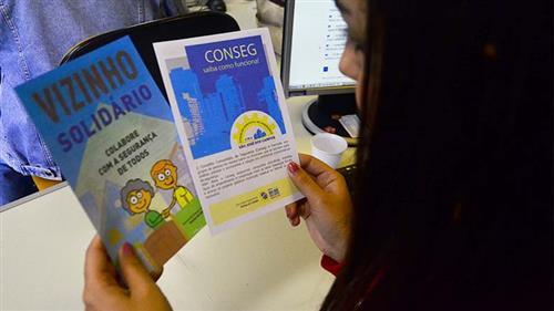 """Panfleto e orientações do """"Vizinho Solidário"""""""