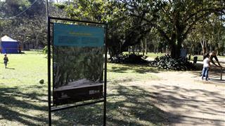 Painel sobre Alameda dos Ombus instalada no Parque da Cidade