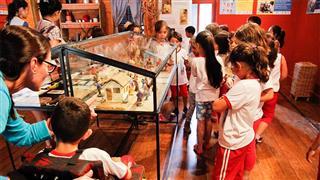 Alunos em visita no Museu do Folclore