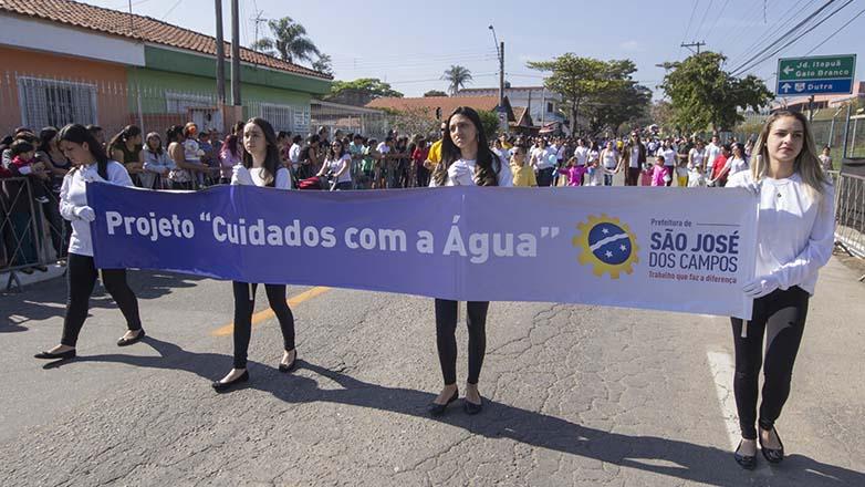 Desfile das escolas sobre Conscientização