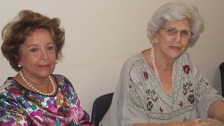 Vera Maria Almeida Rodrigues Costa, professora e presidente do CECP ao lado da folclorista Angela Savastano