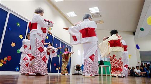 Apresentação do grupo de dança da terceira idade Nikey na Casa do Idoso