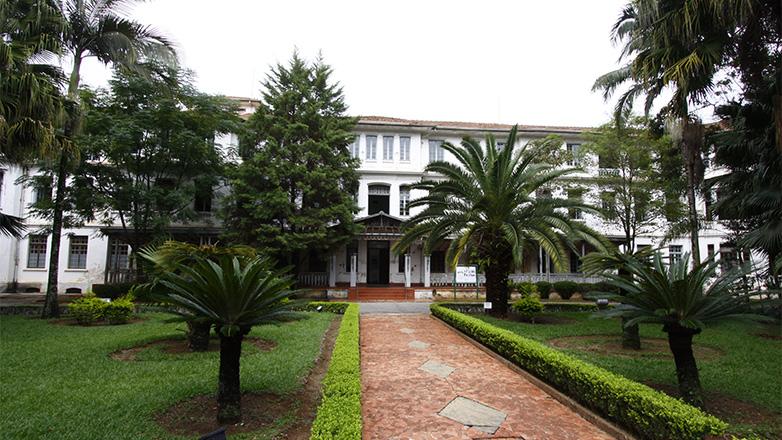 Fachada do Pavilhão Central do Parque Vicentina Aranha