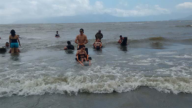 f79dddd5f Grupo de pessoas com deficiência vê o mar pela primeira vez - Prefeitura de  São José dos Campos