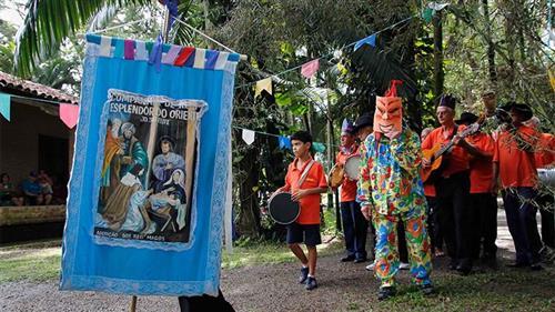 Início do Ciclo de Natal com a visita de três grupos de folia de reis no Museu do Folclore