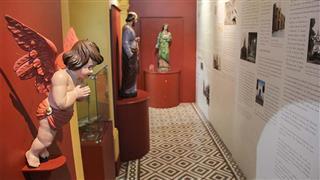 o Museu de Arte Sacra mantém uma exposição permanente uma coleção de objetos litúrgicos, oratórios e livros  dos séculos XVIII ao XX