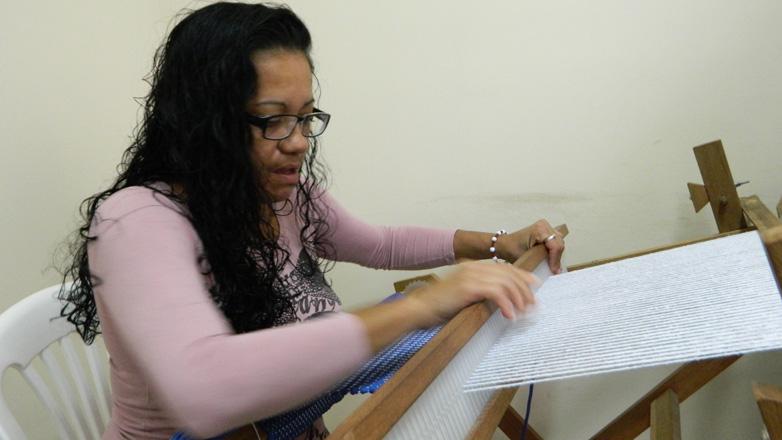 Integra oferece oficina de artesanato para as mães dos atendidos