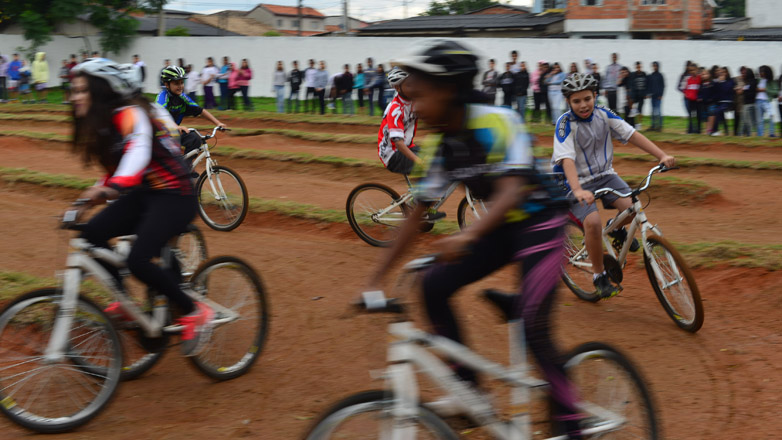 Escola Municipal Álvaro Gonçalves lança projeto inédito de ciclismo na rede municipal de educação