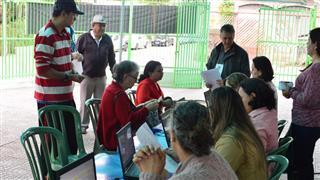 Imagens mostram os moradores da região leste durante o atendimento no Prefeitura no Bairro