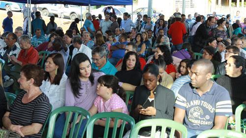 Imagens mostram a população do Santa Maria 3 e 5 na cerimônia de entrega dos títulos