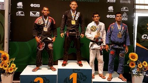 Calasans Júnior foi o campeão no peso médio, e Vitor Toledo o segundo lugar no pesado. Alex Viana levou ouro no peso pena.