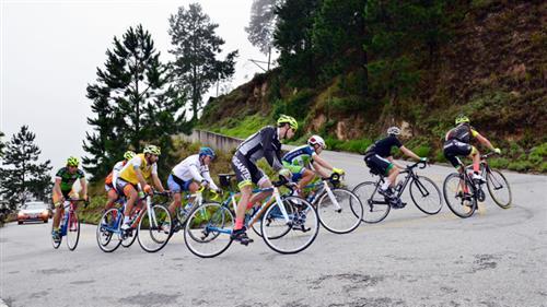 O s ciclistas participaram de um treino de montanha: saíram de Pinda e seguiram até o Pico do Itapeva, que fica a 2.030 metros de altitude