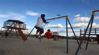 Frequentadores praticam atividades esportivas e de lazer no Parque Ribeirão Vermelho