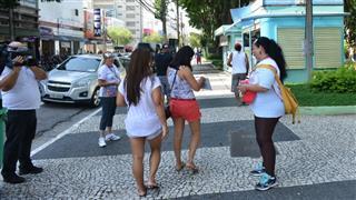 Agentes comunitários de saúde distribuíram material informativo e de conscientização em frente à Praça Afonso Pena, no Centro