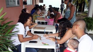 Alunos e pais assistem palestra na sede da Fundhas