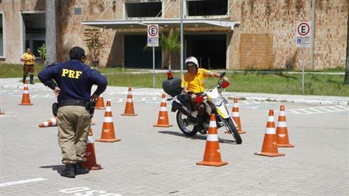 Agentes de trânsito e guardas municipais participam de treinamento