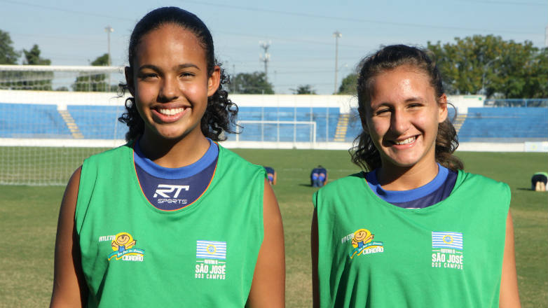 Meninas de 13 anos treinam duro para enfrentar atletas mais velhas ... 45f74f9dbd7cb