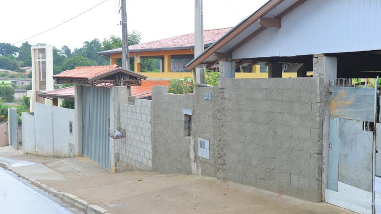 Casas em rua do bairro Santa Cecília