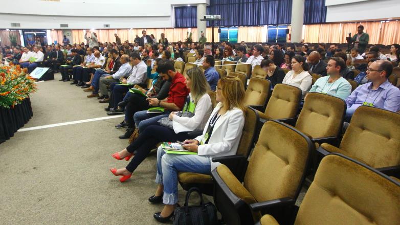 Simpósio regional reúne 300 gestores e produtores rurais