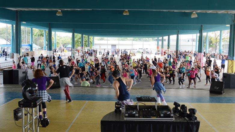 A programação contou com atividades livres nas quadras poliesportiva e de areia, skate, BMX e street, além da Rua de Lazer