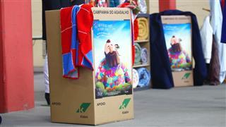 Caixas com cobertores no Centro de Distribuição
