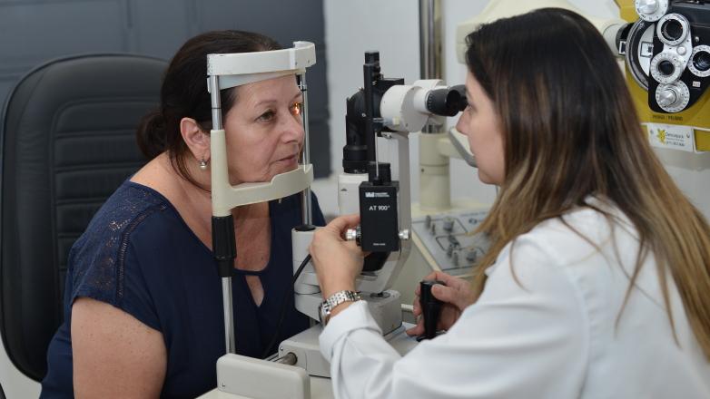 Paciente faz exame de vista no Próvisão