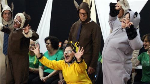 """O grande destaque foi a apresentação do musical """"Os Saltimbancos"""", encenada pelo grupo de teatro da Casa."""