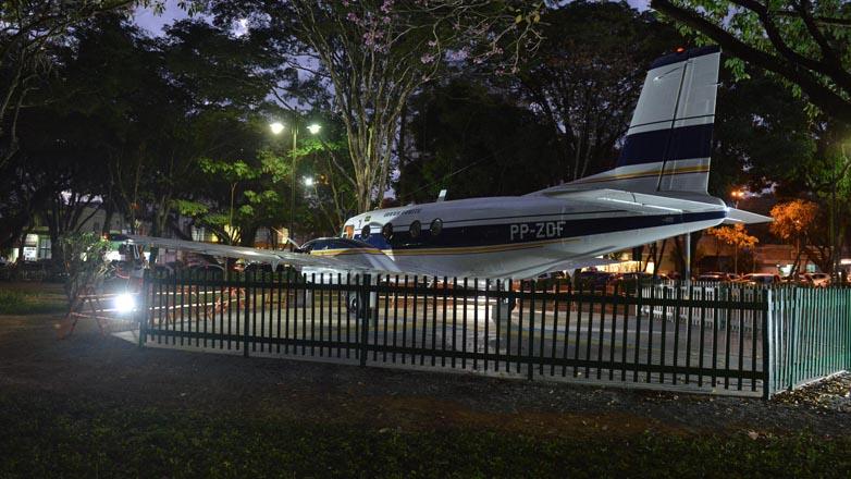 [Brasil] Bandeirante iluminado volta a brilhar no Parque Santos Dumont F00040460g
