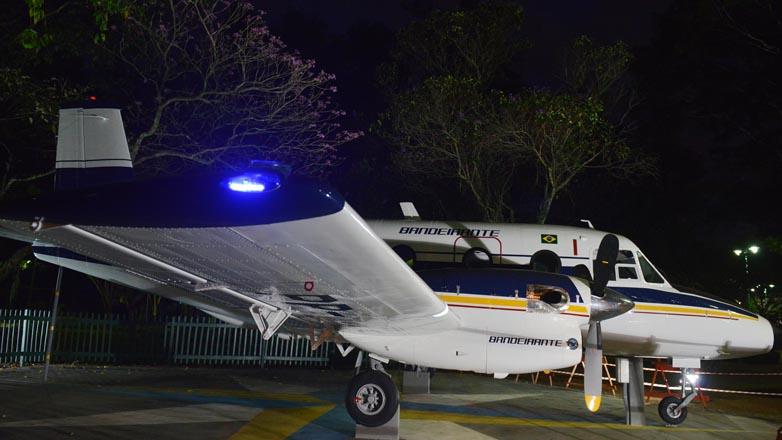 [Brasil] Bandeirante iluminado volta a brilhar no Parque Santos Dumont F00040462g