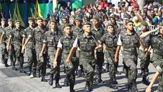Tradicional marcha dos militares do Tiro de Guerra durante o desfile cívico de 7 de Setembro