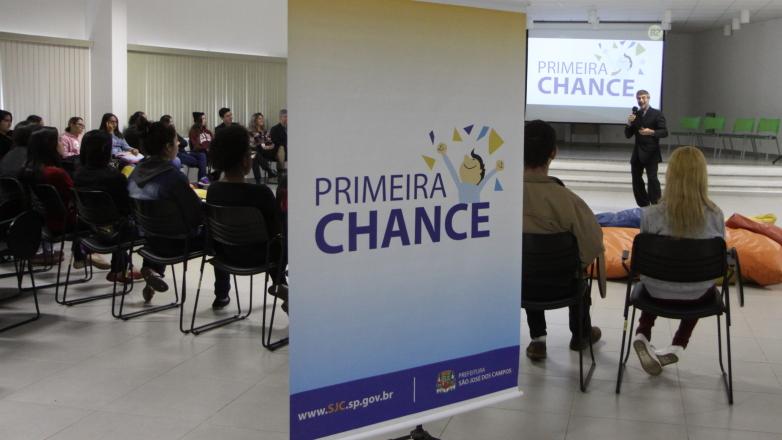 Também voltado aos jovens de São José, programa Primeira Chance estimula a empregabilidade