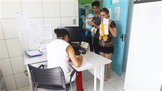 A coleta realizada dentro da própria unidade evita o deslocamento do paciente, que sai da consulta com a data e hora marcada