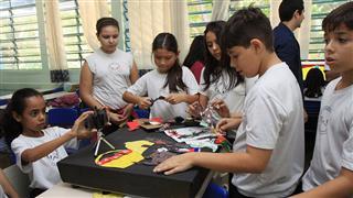 O projeto beneficia 60 alunos com o objetivo de ampliar o interesse pela leitura com o uso da tecnologia