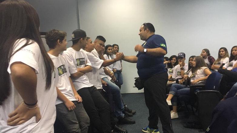 Durante o encontro, realizado no Hospital Municipal, 50 estudantes com idade entre 16 e 18 anos  participaram de um bate-papo com profissionais