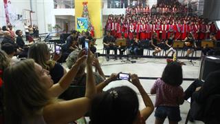 Além das vozes do coral de alunos, a cantata também contou com a participação da orquestra da Ong Luzes da Ribalta, com participação de alunos da Emef Ruth Nunes