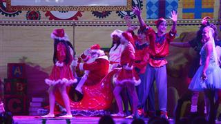Muito aplaudido, o elenco, com mais de 70 componentes encantou o público em uma  produção que contou a emocionante história  de Natal