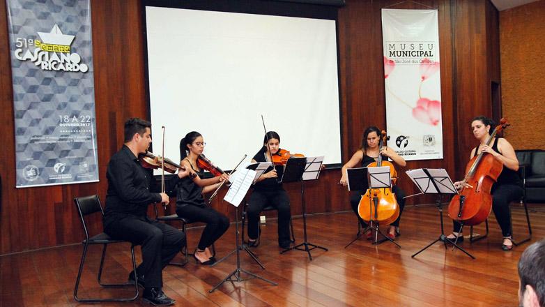 O Projeto Arcos & Cordas Vocais reúne um tenor e instrumentistas consagrados do Vale do Paraíba